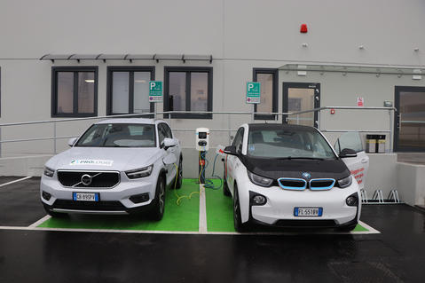 Prologis installs its first electric vehicle charging column
